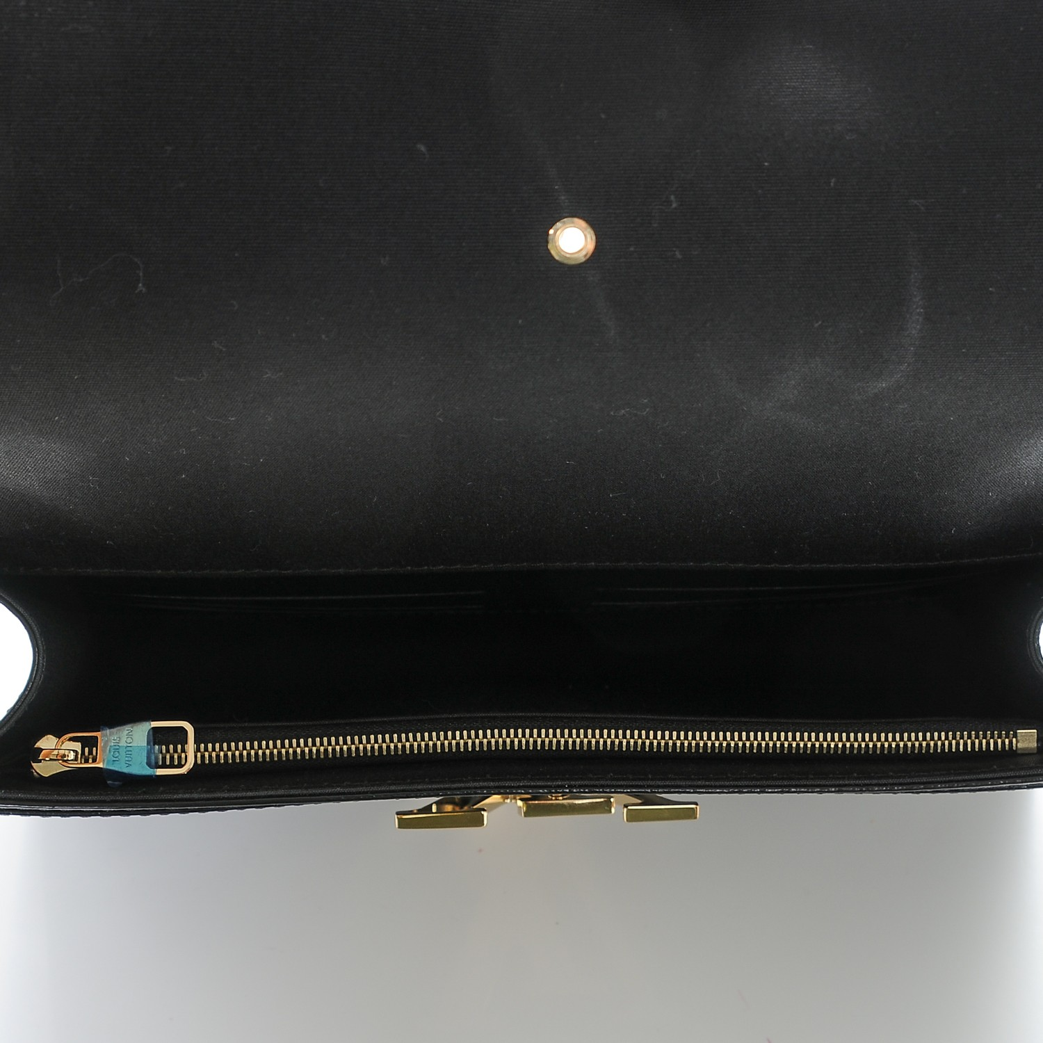 6e8bdf295b43 LOUIS VUITTON Vernis Neo Sobe Louise EW Clutch Black 190266