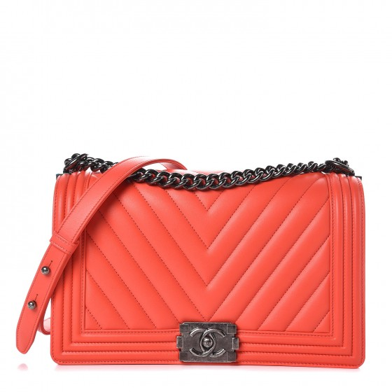 e30ac31f06eaec CHANEL Calfskin Chevron Quilted New Medium Boy Flap Coral 292040